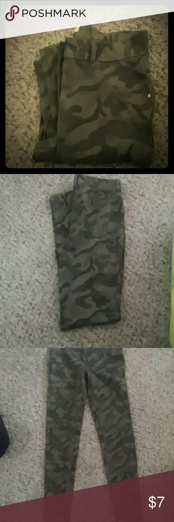 Camo skinny pants Green camo skinny pants,kinda like jeggings. Very comfy with a lot of stretch to them. Gently used, just don't fit anymore. No Boundaries Pants Skinny