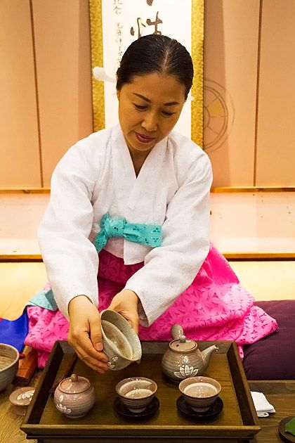 The Traditional Korean Tea Ceremony on http://busan.for91days.com Need to get help making the reservation in Korean online.