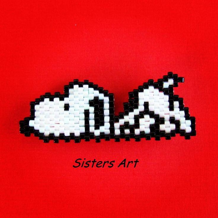 """Calamita """"Snoopy"""" realizzata con perline delica utilizzando la tecnica Brick Stitch by Misia Sisters Art #calamita #snoopy #cane #cartonianimati #cinema #film #perline #fattoamano #perlinedelica #magnet #dog #cartoons #movie #peyote #brickstitch #beads #miyukibeads #delicabeads #miyukidelica #miyuki #handmade #madeinitaly #misshobby In vendita su: http://www.misshobby.com/sisters-art"""
