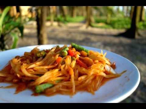 Som Tum - Thai green papaya salad - authentic video recipe from a side car restaurant in Thailand (source: my personnal food and travel blog / vlog with recipes, authentic video recipes, street food, food and travel documentary, travel info and more. Welcome! :) )