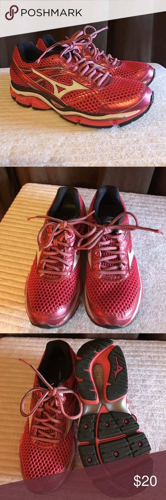 Mizuno Wave Enigma 5 Ladies running shoes Gently worn Ladies Mizuno Wave Enigma 5 running shoe in size 7.5 Mizuno Shoes Athletic Shoes