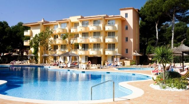 Apartamentos Prinsotel Pineda - 4 Star #Apartments - $77 - #Hotels #Spain #CalaRatjada http://www.justigo.in/hotels/spain/cala-ratjada/apartamentos-prinsotel-pineda_12560.html