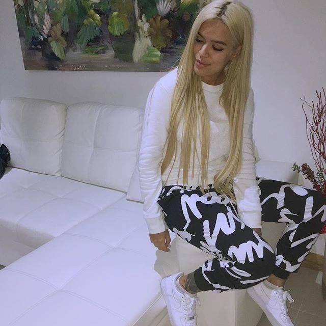 I love Karol G's pants!!!