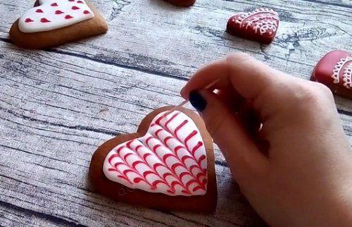 На этот раз я предлагаю вам сделать красивое угощение на День святого Валентина своими руками. Видео мастер-класс