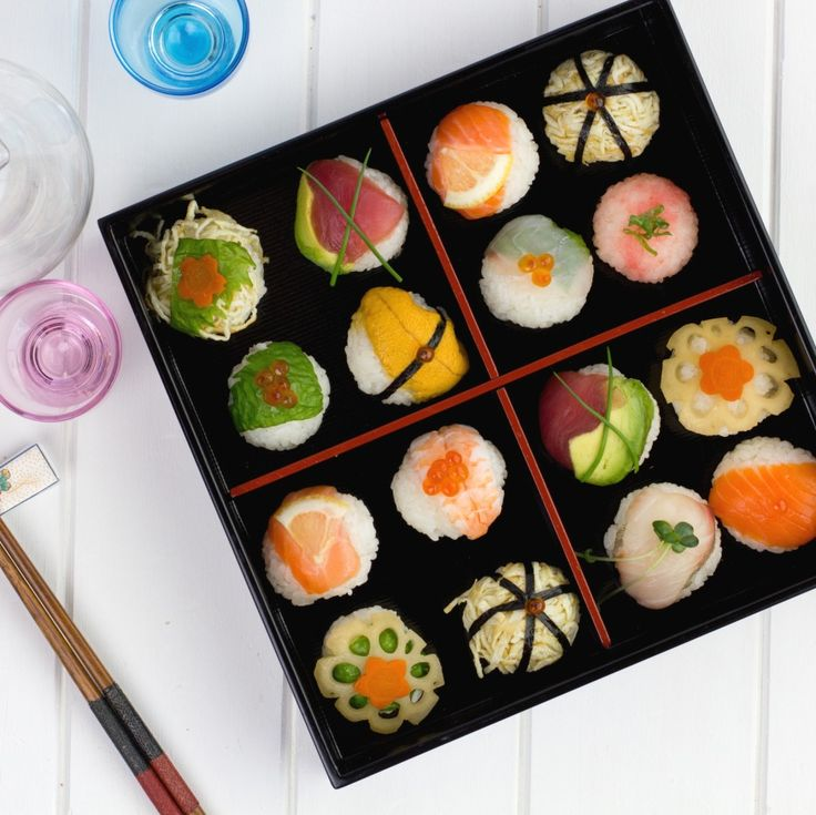 "手まり寿司 Temari Sushi is a casual sushi that we can make at home. You don't need sushi chef's skill to make. Temari stands for ""hand ball"" in Japanese."