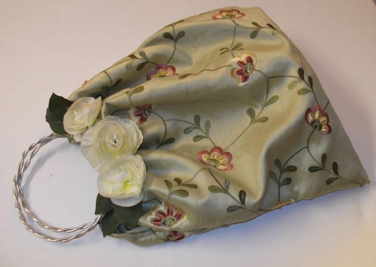 borsa in seta con peonie bianche di sogni d'arte by adalgisa su DaWanda.com