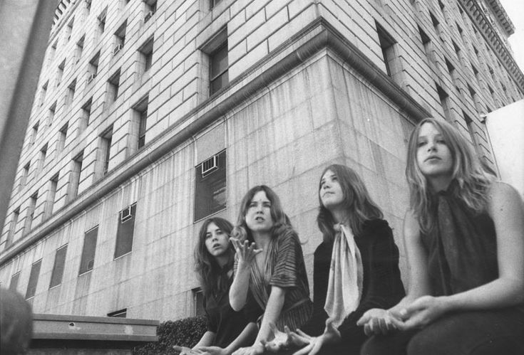 Manson girls - charged image, non?