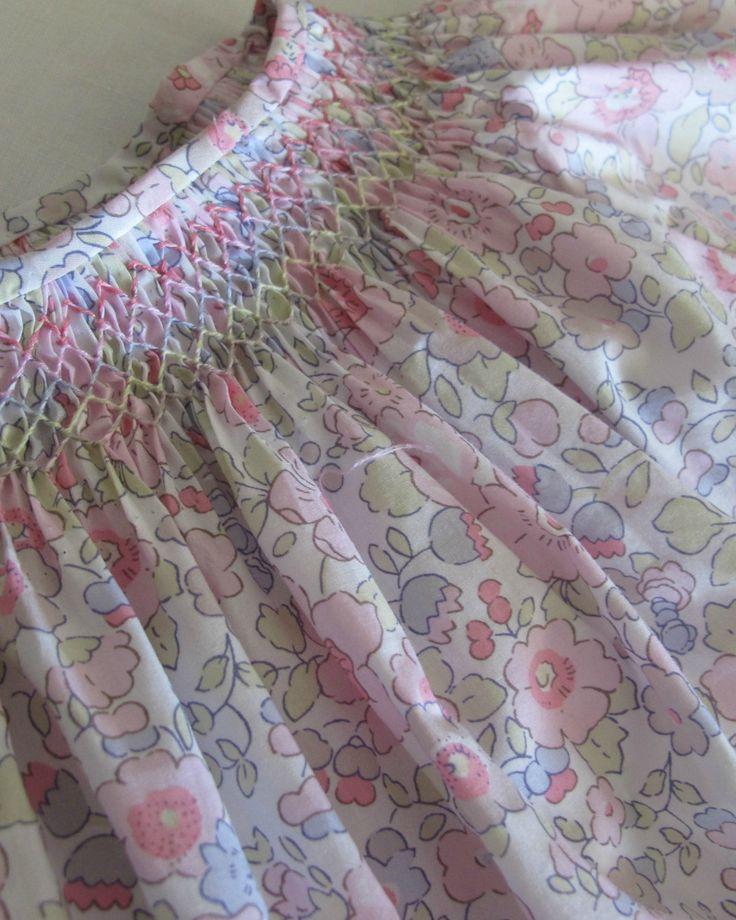 douceur délavée, smocks pastels, Liberty Betsy Dragée