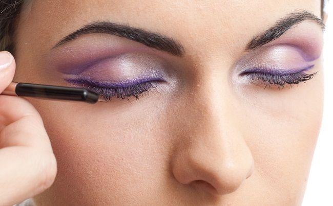 Los procedimientos de maquillaje permanente son comunes hoy en día abarcando zonas como los ojos, las cejas y el delineado de la boca, esto con el fin de