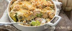 Ovenschotel met rijst, broccoli en kip in een romige saus en een krokant laagje