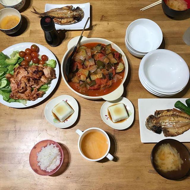 今日は朝から一日仕事だったので、家を出る前にやらなきゃと思い洗濯3回しました やりきった感満載の今日のごはん * #月曜日#始まり#今日#の#ごはん#夜ごはん#晩ごはん#ばんめし#おうちごはん#ヘルシー#もりもり#ラタトゥイユ#鶏肉#生姜焼き#野菜#肉#魚#たっぷり#あじの開き#枝豆豆腐#大根#味噌汁#ダイエット#でぶ#朝から#洗濯#3回#大家族#あるある#帰ってきてからまた洗濯