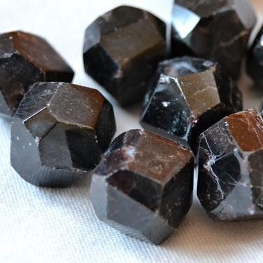 Granát krystal Afgánistán, tamblovaný malý