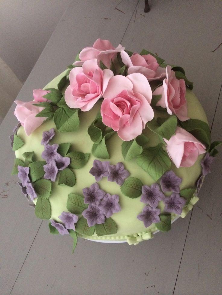 Roses' cake