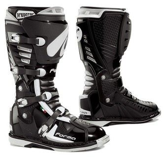 Forma Predator Boots