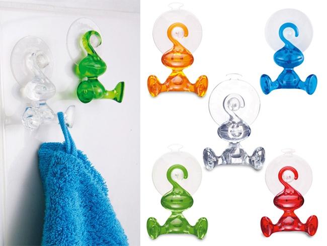 """Para adornar tu baño de forma eficiente, te recomendamos """"Moritz tr"""". Colgadores de formas entretenidas. Se adhieren con succión y están disponible en 5 colores. $4,500"""