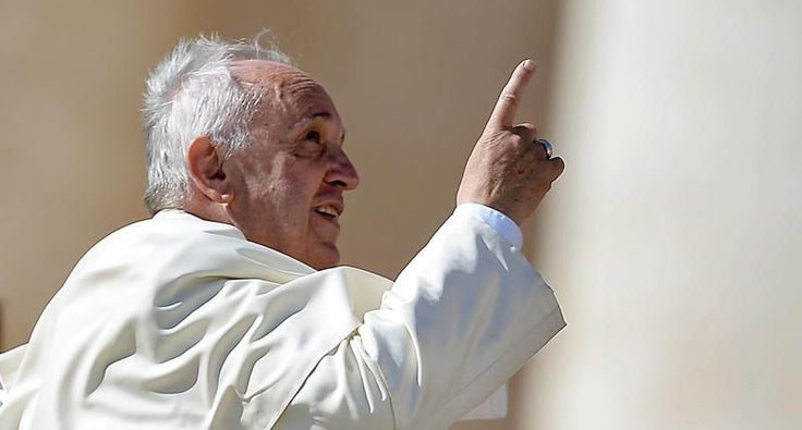 Pope Francis gestures at the end of his weekly general audience on Saint Peter's Square at the Vatican on October 22, 2014 (AFP Photo/Filippo Monteforte)