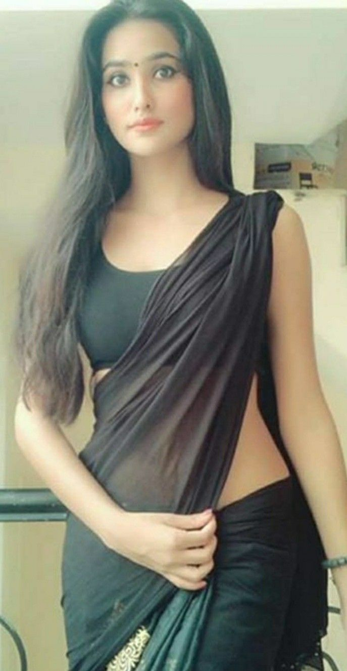 Hot girls in saree pics