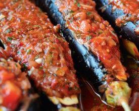 De aubergine is de ster onder de groenten in Turkije. Imam bayildi (gevulde aubergines) is veruit het populairste gerecht van het land.
