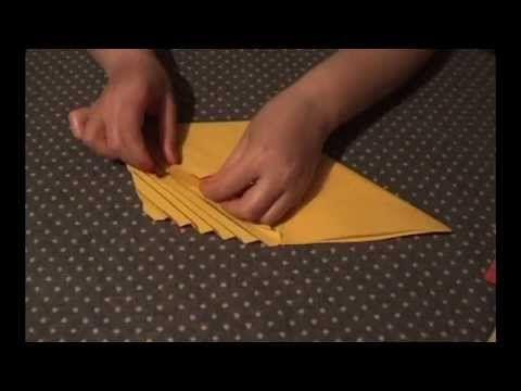 Как красиво складывать бумажные салфетки.