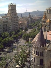 Can´t pick which Barcelona `barrio´ to stay in? Check out Eixample; it´s a mix of astonishing sights, divine restaurants, fantastic stores and amazing apartments