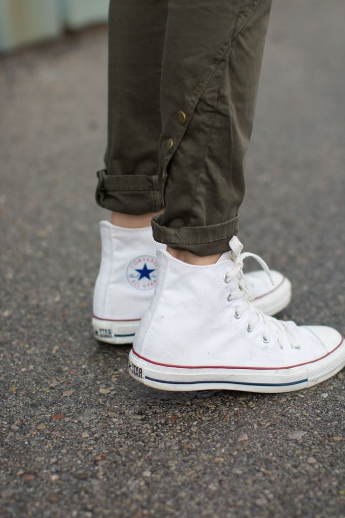 Not white converse, but converse and skinnies