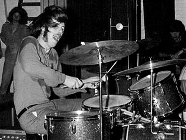 John Bonham Green Sparkle Ludwig Drum Set Kit. He was one of the best solid pocket players ever. To bad he died so young.