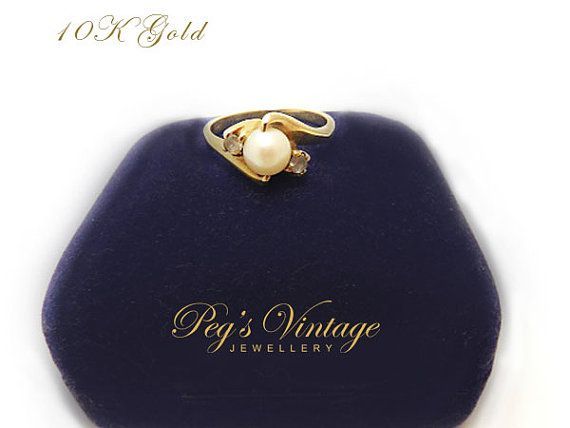 Gorgeous Ladies Vintage 10K Gold Cultured Pearl Ring / Size 7 Engagement Ring