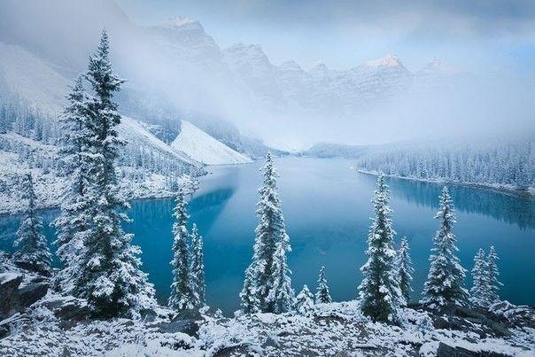 Заснеженное озеро Морейн, Канада