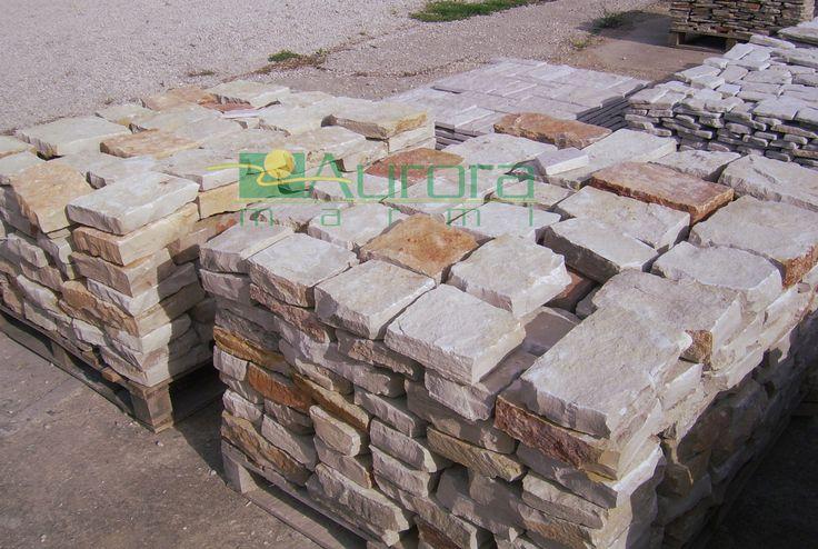 Scorza squadrata per pavimentazioni esterne. Chiedi subito un preventivo! www.auroramarmi.it