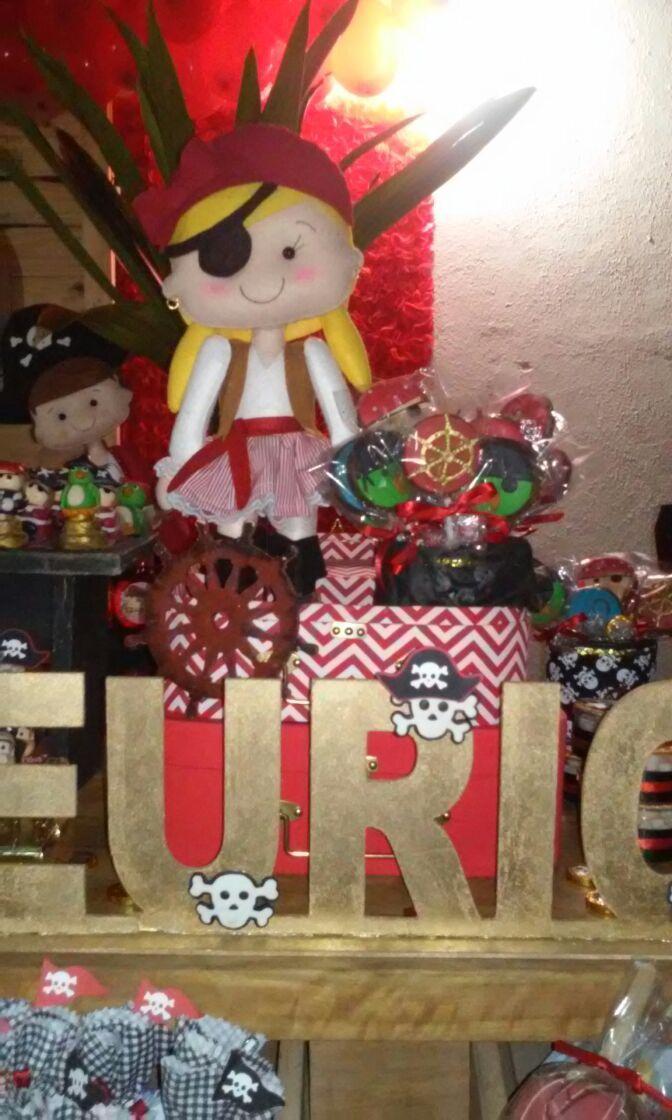 Festa Piratas bombon mini bolo trufado e bombom trufado, pirulitos
