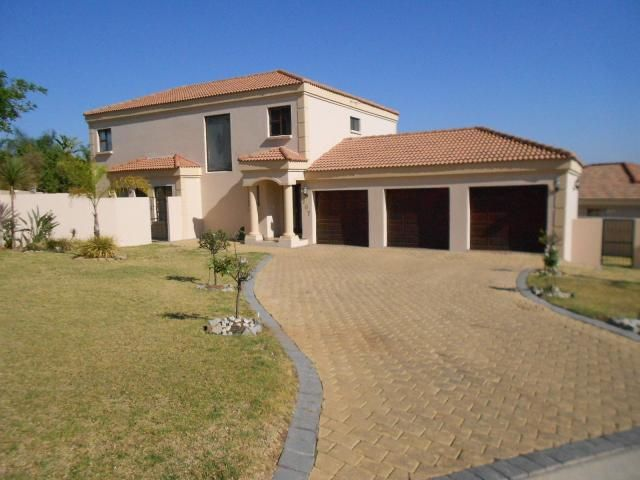 House in Roodepoort West, Johannesburg - West, Gauteng R 2,430,000 More info and photos: http:myroof.co.za/MR100174  Modern Tuscan Masterpiece in the popular Ruimsig Country Estate  This luxurious north-facing mansion offer impressive features like quality finishes and expensive fittings. The wide open plan living areas are specifically designed to accomplish maximum use of space.