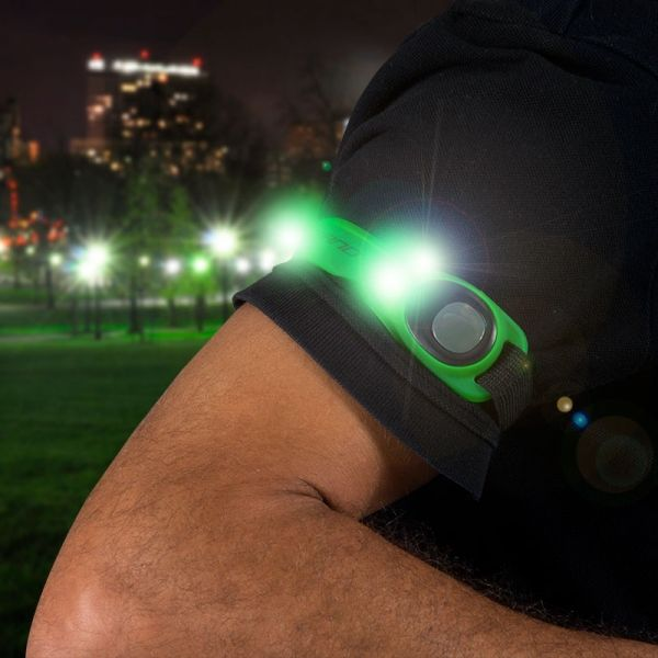 Don't miss it and practice your favorite sport with this light and comfortable armband designed in Europe. http://www.justgoodle.com/en/sports-equipment/8439-gofit-led-armband.html