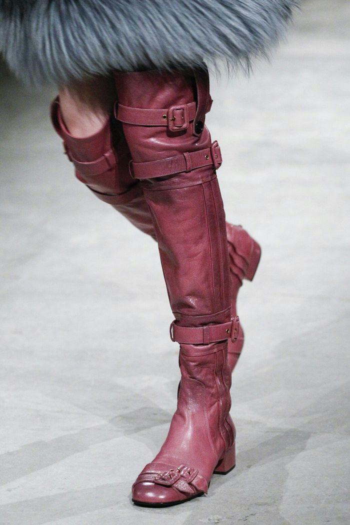 Модная обувь: туфли и сапоги с небольшими пряжками, коллекция осень-зима 2017-2018
