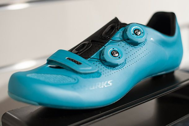 Specialized S-works Road shoes in blue, sort of. It's right between Etixx's and Astana's blue | Racefietsblog.nl
