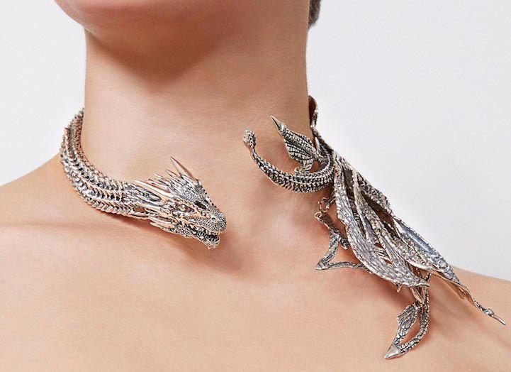 Joyería inspirada en Juego de Tronos que envuelve tu cuello con bellos dragones de plata - http://www.creativosonline.org/blog/joyeria-inspirada-juego-tronos-envuelve-cuello-bellos-dragones-plata.html