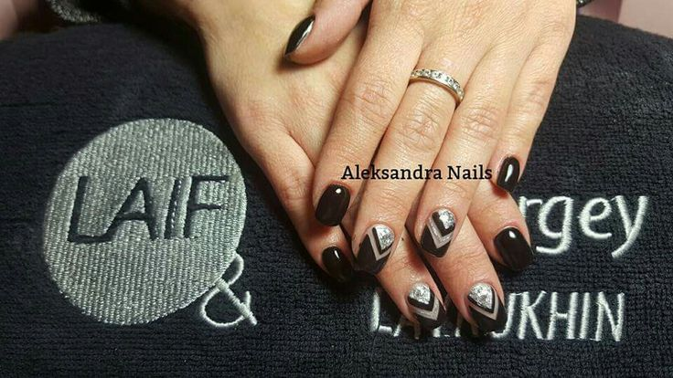 Black nails #nailart #nails #gel #glitter #unghiemania #unghiegel #pazzeperleunghie #black #silver