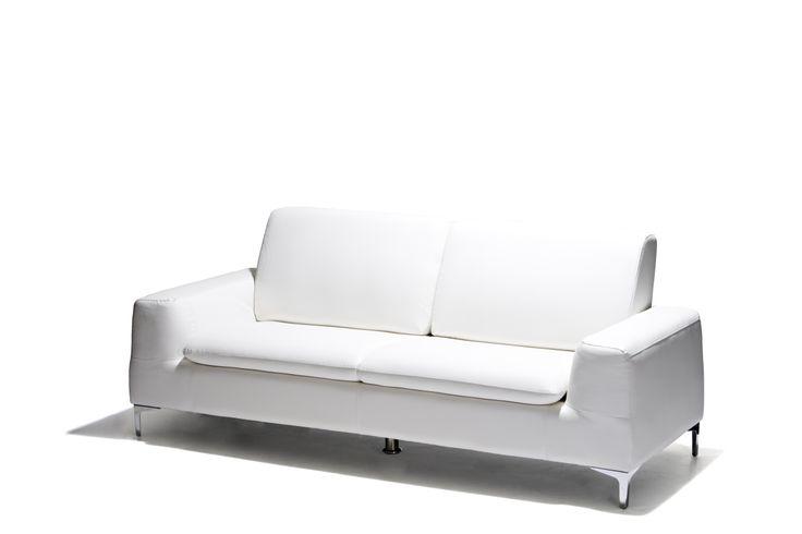 Cortina - Soffa i konstläder och ben i kromat stål. 2-sits finns i svart och 3-sits i både svart och vitt.