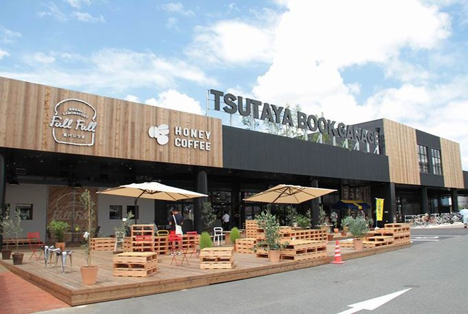 "TSUTAYA BOOK GARAGE 福岡志免店-""日本最大級の中古書店""にカフェやピザ店も併設 | ニュース - ファッションプレス"