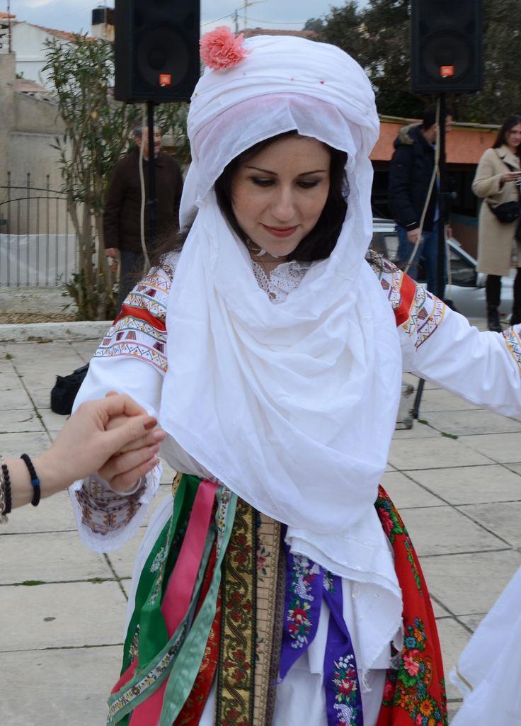Τraditional folk costume from Kalamoti, Chios island, Greece/Παραδοσιακη φορεσια απο την Καλαμωτη Χιου.