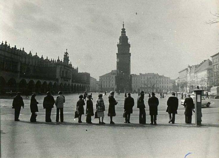 Rynek Główny, Kraków - 1976 rok, kolejka oczekujących na postoju taksówek