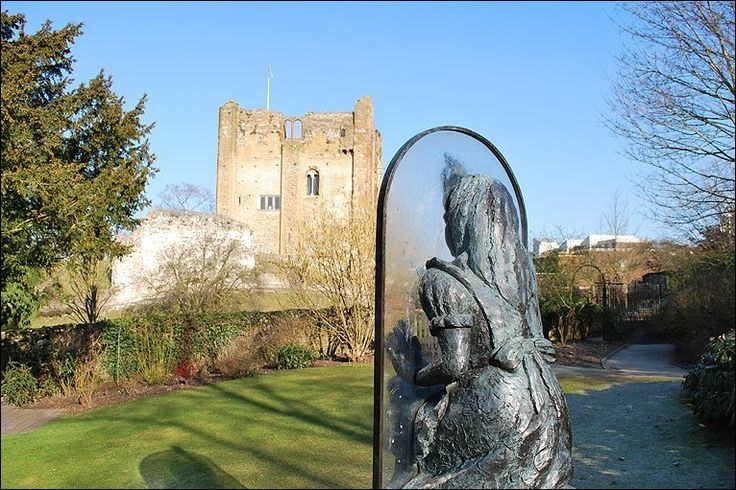 Guildford Alice through the looking glass - overlooking Guildford castle. Fab place for shopping! Beautiful gardens