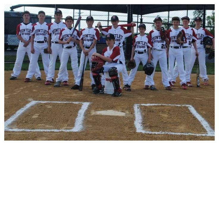 Team picture... Cute idea for team photo of a baseball team. Banner idea?