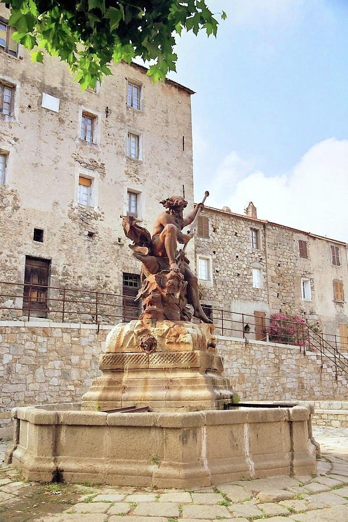 Neptune bravant les eaux... de la fontaine | Neptune braving the waters... of the fountain - Ghisoni | Corse | France
