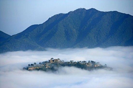 Le chateau Takeda au Japon, un chateau flottant dans les nuages - 2Tout2Rien