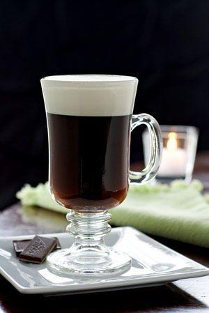 Irish coffee o café irlandés, otra de las bebidas irlandesas clásicas.