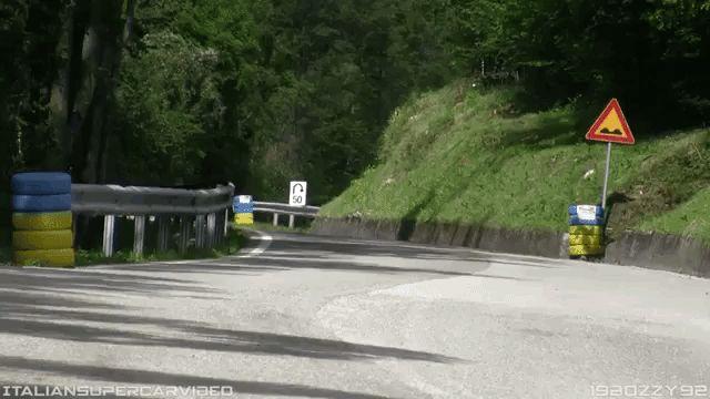 スバルインプレッサWRCがヒルクライム仕様にチューニングされて峠を激走 写真・画像