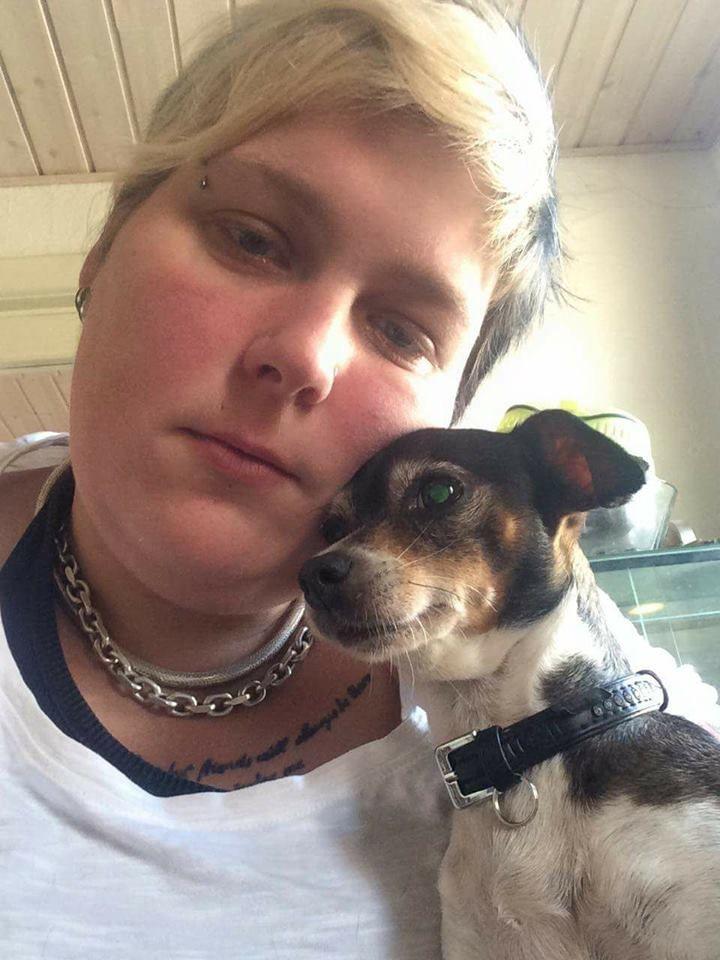 Hjælp !! Hold kæft jeg er tude færdig savner min lille hund