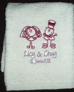 Toalla Facial para bodas figura de NOVIOS licy y chuy BORDADAS