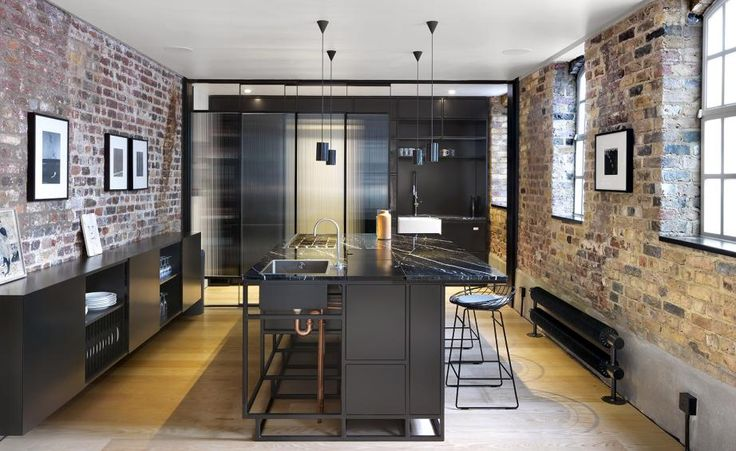 The East London real estate market is hot property at the moment, so maximising one's spaceis a clever move for the savvy homeowner. Which is exactly what the founder of the Roman Road Gallery just did, opting to commission emerging London practice Th...