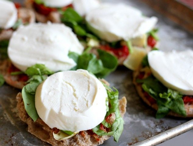 Grown-Up English Muffin Breakfast Pizzas http://www.ourbestbites.com/2013/05/grown-up-english-muffin-pizzas/
